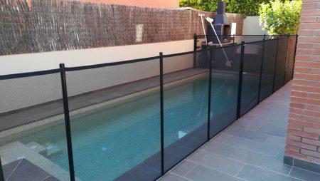 ¿Qué son las vallas para piscinas y qué características tienen?