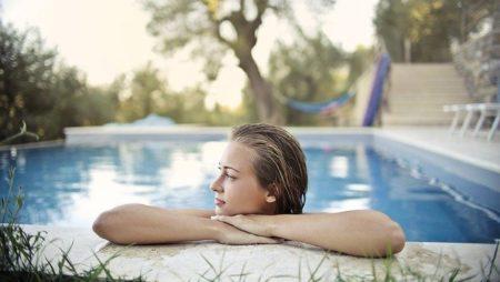 ¿Qué normativa deben cumplir las vallas para piscinas en Barcelona?