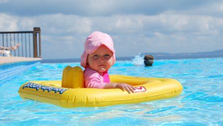 Con niños en la familia… ¿Cuándo es el momento de instalar una valla de seguridad para piscina en Barcelona?